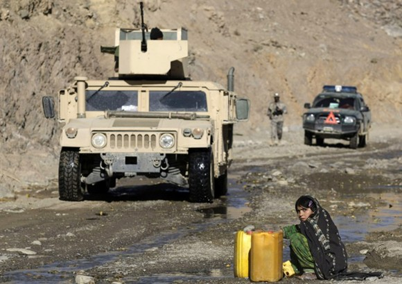 20091112T140643Z_818541329_GM1E5BC1OXP01_RTRMADP_3_AFGHANISTAN.jpg
